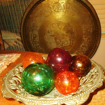 Italy metal  DEPOSE dish with glass fishing balls!!  CUTE!