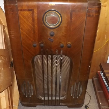 Old Philco console radio