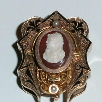 HELP IDENTIFYING PLEASE... Looking for info. - Fine Jewelry