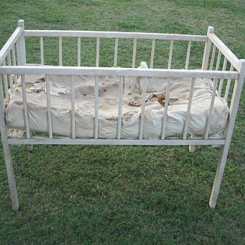 Baby Bed with metal springs and steel wheels - Furniture