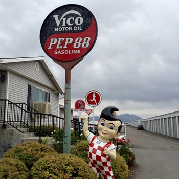 Bobs Big Boy at Lakeside Storage - Petroliana