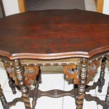 Beautiful Table possibly Eastlake added picture - Furniture