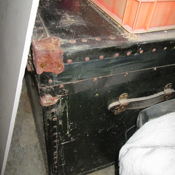 Possible old navy trunk...extra dusty! - Furniture