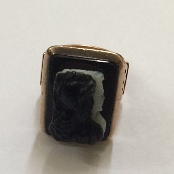 Victorian Rose Gold Carved Cameo Ring