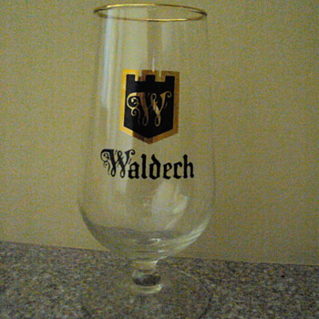 Hamm's Waldech small beer glasses with gold rim