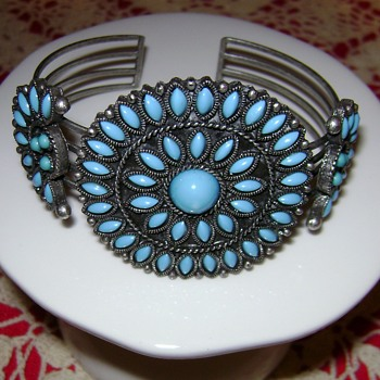 Avon Cuff Bracelet - Costume Jewelry