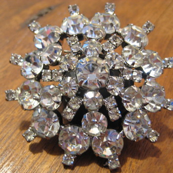 DeLizza & Elster Clear rhinestone layered brooch - Beautiful - Costume Jewelry