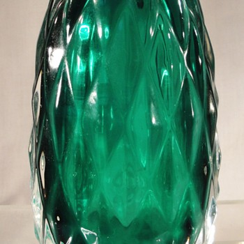 Anyone any ideas who this green cased vase might be by? - Art Glass