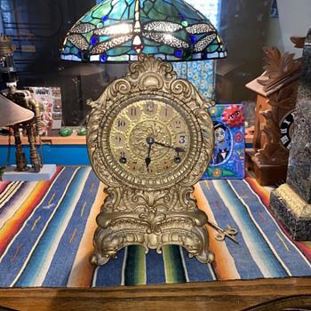 Antique gold metal mantle clock  - Clocks