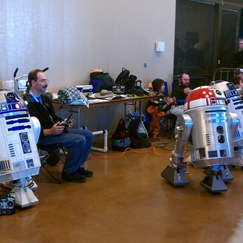 R2-D2 and Wall-E at Maker Faire - Movies