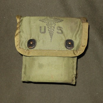 US Military First Aid Kit 1970s - Military and Wartime