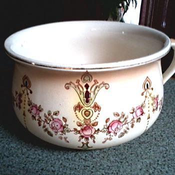 "Crown Devon S. Fielding & Co. Ltd. Stoke on Trent Chamber Pot /Devonware ""Etna"" Pattern / Circa 1911"