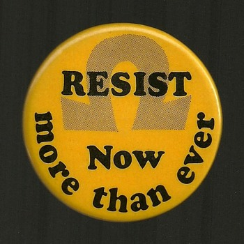 1972 RESIST, Draft - Vietnam Pinback Button
