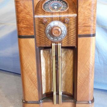 DeForest Crosley  7D932 radio - Radios