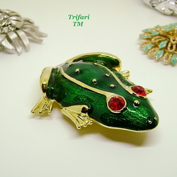 Trifari TM Frog Brooch - Animals