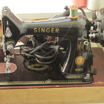 Cute Little Portable Singer Sewing Machine - Sewing