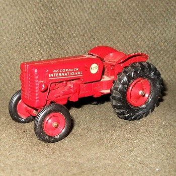 Much Mulching Matchbox MondayMcCormick International Tractor Kingsize No. 4 1960-1966 - Model Cars