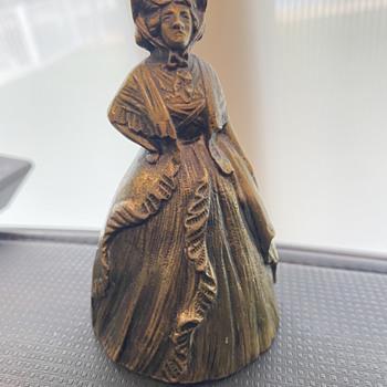 Brass bell shaped like a women - Figurines