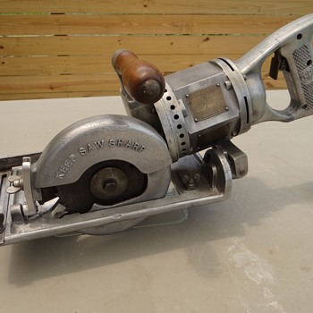 "1928  Black and Decker 6"" worm drive circular saw  - Tools and Hardware"