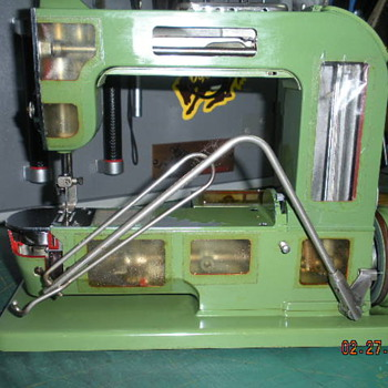 "Elna ""Grasshopper"" Demo Model - Sewing"