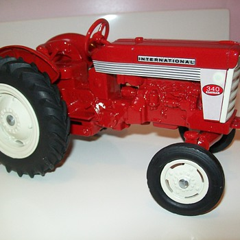 1959 Ertl International Harvester 340 - Toys