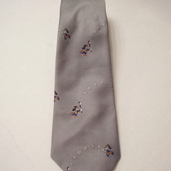 Vintage Disney Balancine Mens Mickey Mouse Plays Baseball 100% Poyester Tie