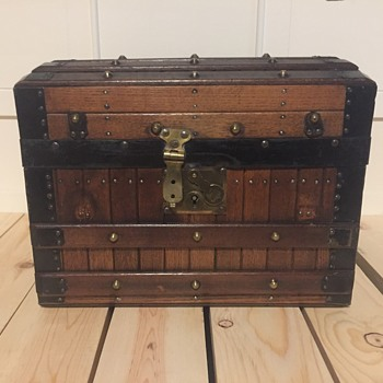 Steamer trunk  excelsior or Martian myer  doll/toy or salesmens sample