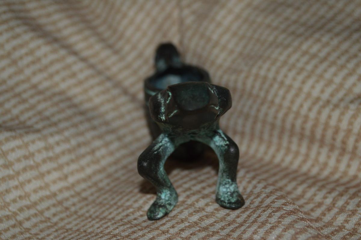 Frog Sculpture | Collectors Weekly