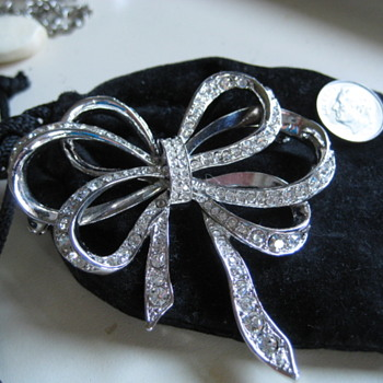 Elegant Silver and Rhinestone BOW pin - Costume Jewelry