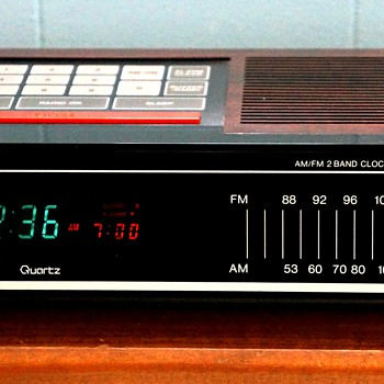 Toshiba RC-K5 AM/FM 2 Band Clock Radio - Clocks