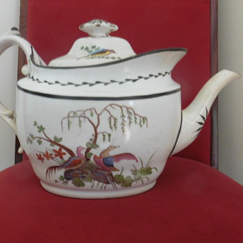 A large teapot - China and Dinnerware