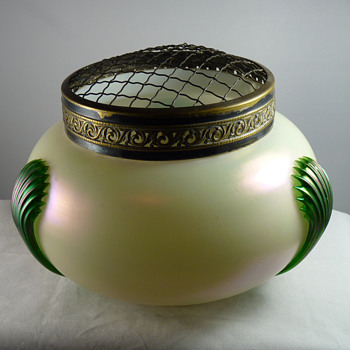 Large Kralik Copelia Tri-Claw Rosebowl - Art Glass