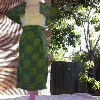 Vintage Barbie size asian style dress can't find it anywhere please help does anyone know about this dress fits barbie perfect - Dolls