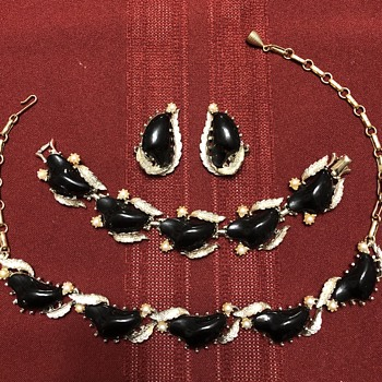 Coro Black Thermoset Parure — Necklace, Bracelet, Earrings - Costume Jewelry