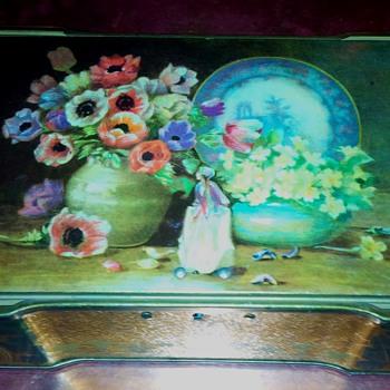 Metal Tin Gold Leaf Jewelry Box Flower Vase Design Lockbox? - Advertising