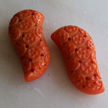 "1930's ""orange slice"" bakelite clips - Costume Jewelry"