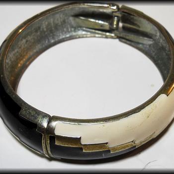 Costume Jewelry ( Hinged ) == Bracelet