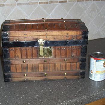 Small Slat Trunk - Salesman Sample or Doll Trunk? - Furniture