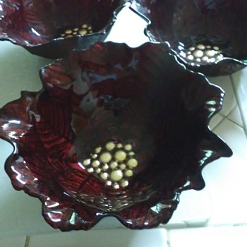 Poinsettia bowls - Art Glass