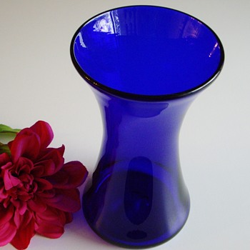 Cobalt blue hourglass vase - signed BR? - Art Glass
