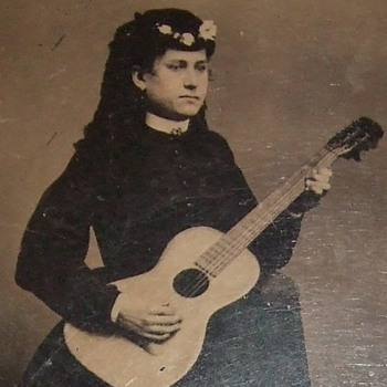 Victorian Guitar playing woman - Photographs