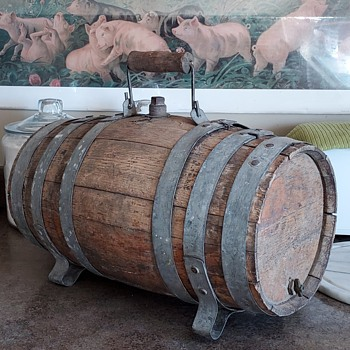 Early 1900's Small Wooden Keg with handle. - Breweriana