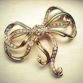 Trifari golden bow brooch - you know anything about it?? - Costume Jewelry