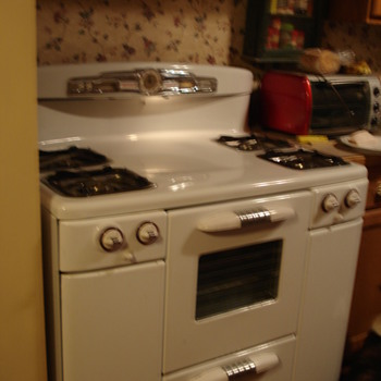Tappan DeLuxe gas stove model 60 - Kitchen