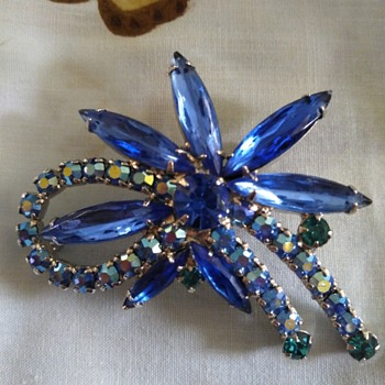 Blue stoned brooch - Costume Jewelry
