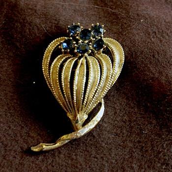 Nice Costume Jewelery Pin - Costume Jewelry