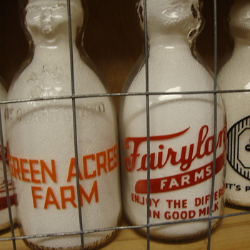 GREEN ACRES FARM (MASSACHUSETTS) & FAIRYLAND FARMS (PENNSYLVANIA) BABY TOP MILK BOTTLES - Bottles