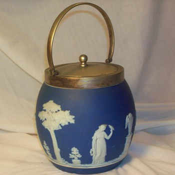 wedgwood biscuit container