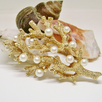 "Trifari ""Under The Sea"" Coral Brooch - Costume Jewelry"