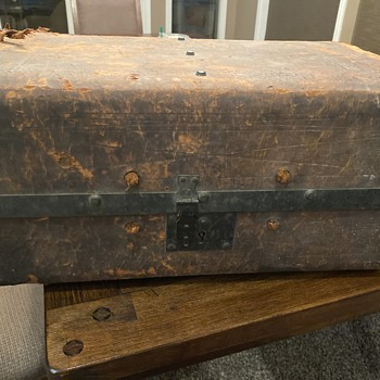 Mid 1800s small suitcase  - Furniture
